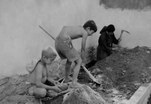 Kampın temeli kazılırken